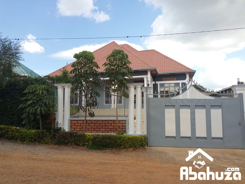 A MODERN HOUSE FOR SALE IN KIGALI IN GOOD NEIGHBORHOOD