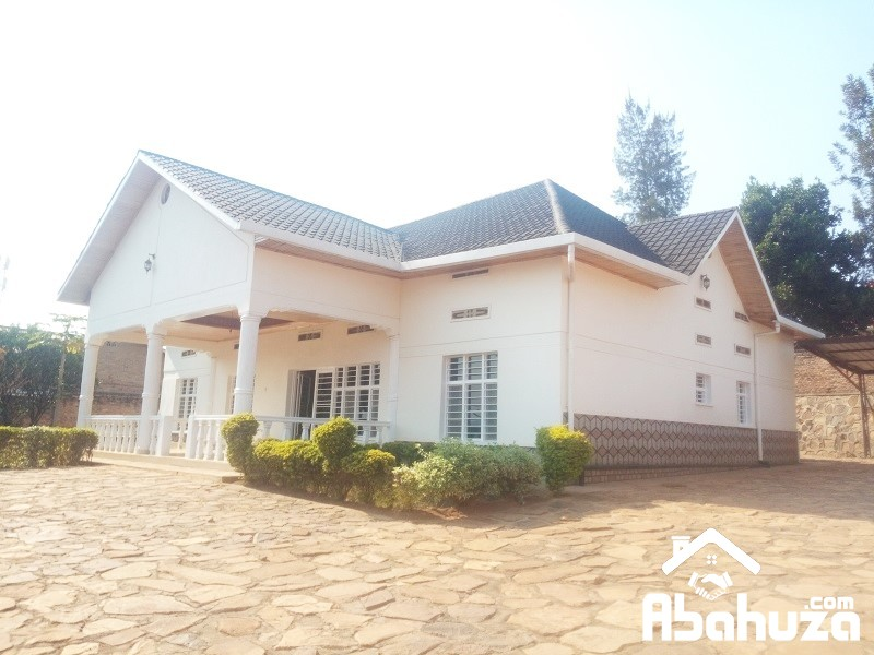 A FURNISHED 5 BEDROOM HOUSE WITH GARDEN AT KANOMBE