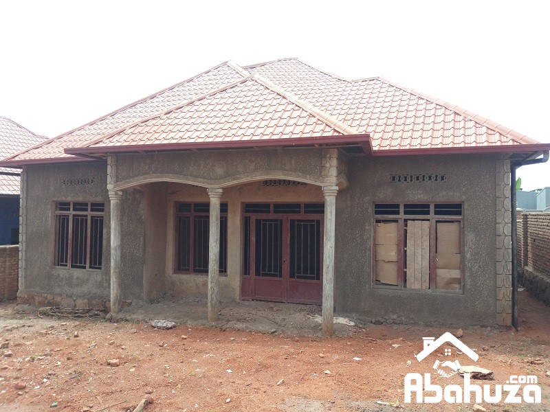 A 4 BEDROOM HOUSE IN PLOT OF 440 SQM AT MASAKA