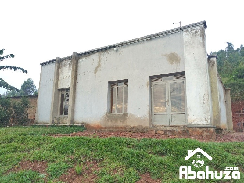 A HOUSE IN BIG PLOT AND WELL DONE INSIDE AT KABUGA