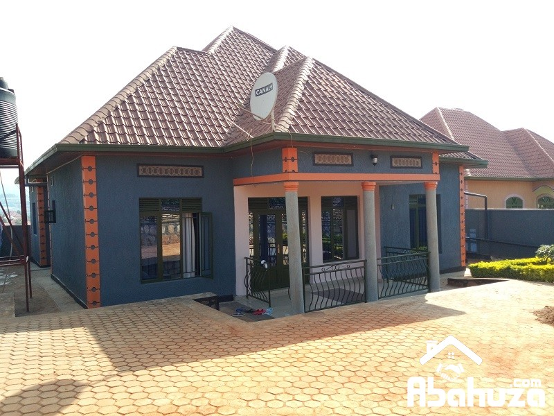 A GOOD HOUSE FOR SALE AT KANOMBE