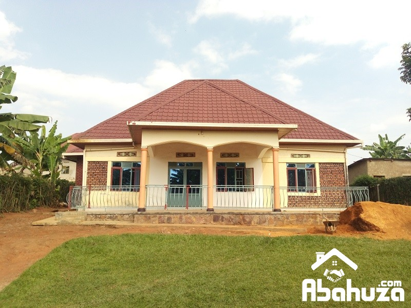 A BIG HOUSE OF 5 BEDROOM IN PLOT OF 832SQM AT MASAKA