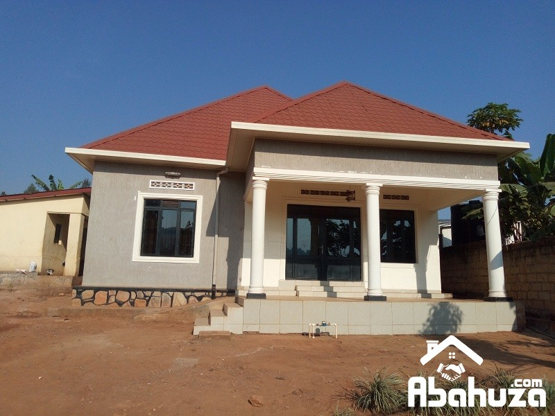 A 4 BEDROOM HOUSE FOR SALE IN PLOT OF 605 SQM