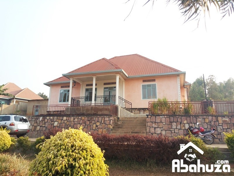 A BIG FAMILY HOUSE FOR SALE IN PLOT OF 1000SQM