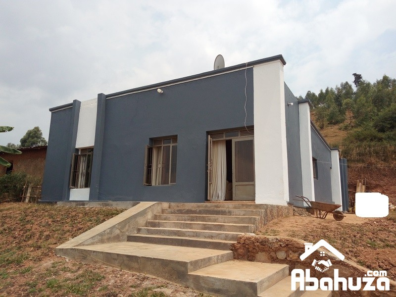 A NICE HOUSE IN BIG PLOT FOR SALE AT KABUGA