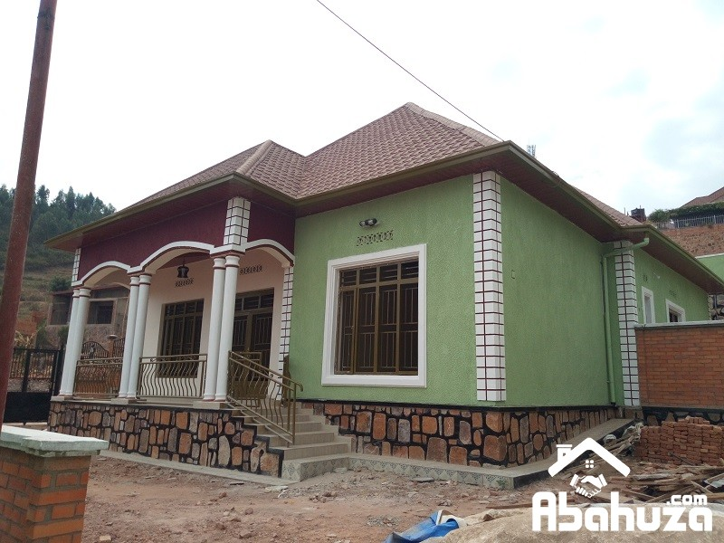 A HOUSE IN BIG PLOT FOR SALE AT ZINDIRO