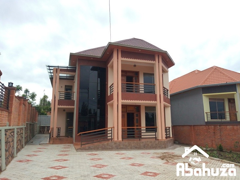 A WELL FINISHED HOUSE FOR SALE IN KIGALI ON ASPHALT ROAD