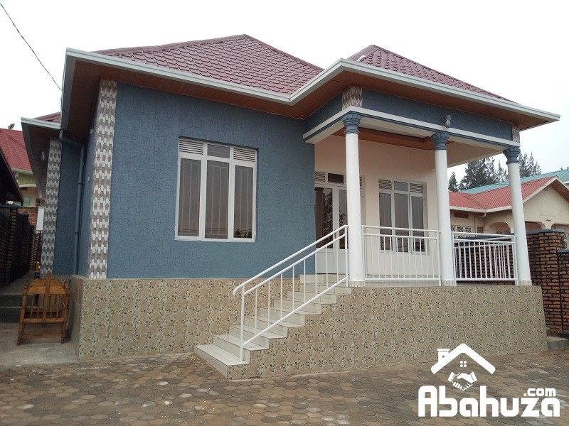 A NEW HOUSE FOR SALE ON TARMAC ROAD IN KIGALI AT KANOMBE