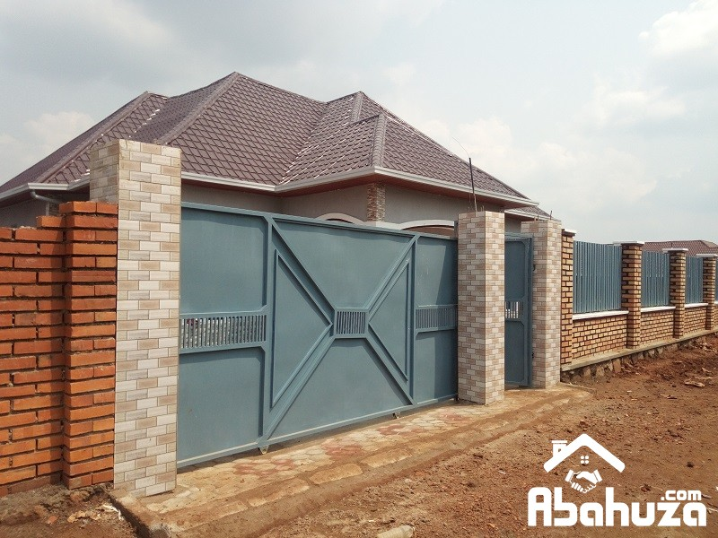 A 4 BEDROOM  HOUSE FOR SALE IN KIGALI NEARBY KABUGA CENTER