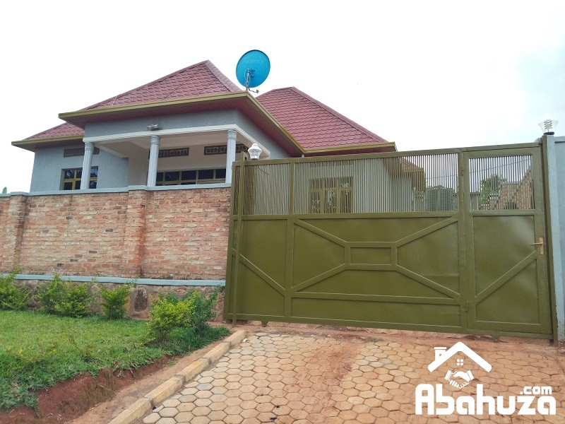 A NEAT HOUSE BUILT IN BIG PLOT FOR SALE IN KIGALI AT MASAKA