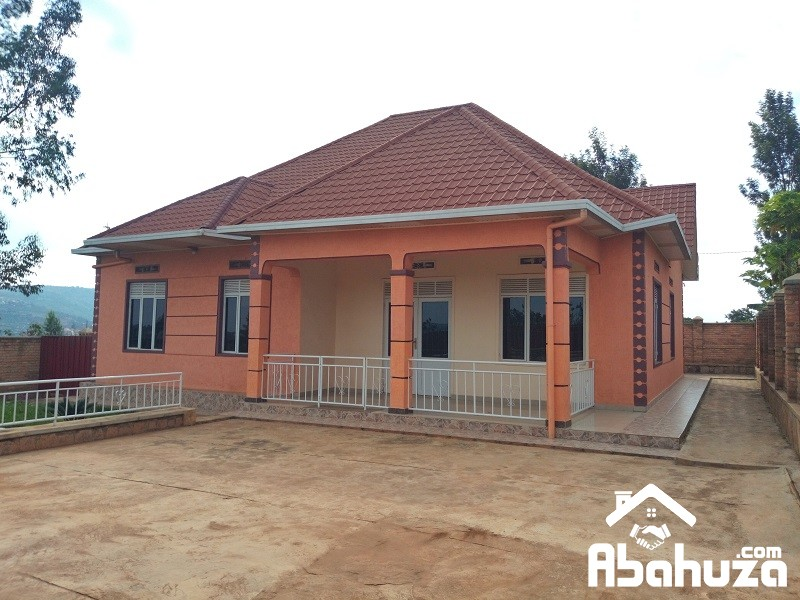A HOUSE WITH BIG PLOT FOR SALE IN KIGALI AT BUSANZA