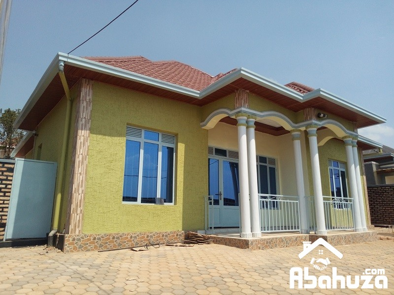 A NICE HOUSE FOR SALE IN 25 METERS FROM THE TARMAC ROAD