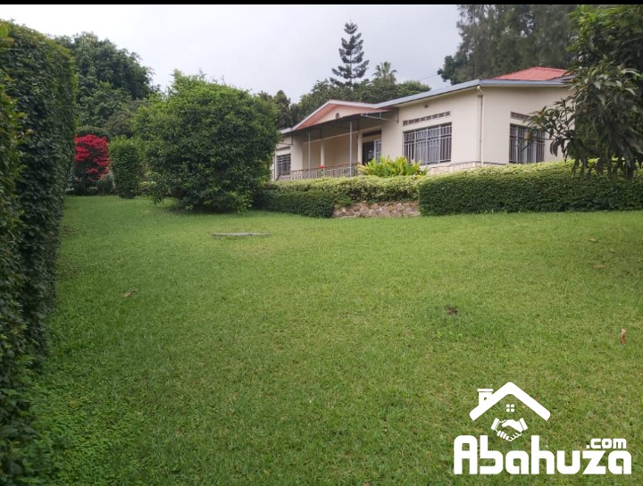 A 4 BEDROOM HOUSE WITH BIG PLOT FOR SALE IN KIGALI AT GISHUSHU
