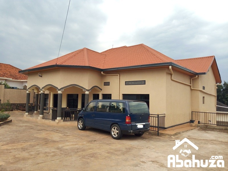 BIG HOUSE FOR SALE IN HIGH CLASS AREA IN KIGALI-KIBAGABAGA