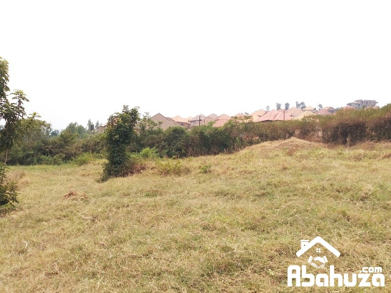 A VERY CHEAP PLOT WITH CONSTRUCTION PERMIT AT GAHANGA