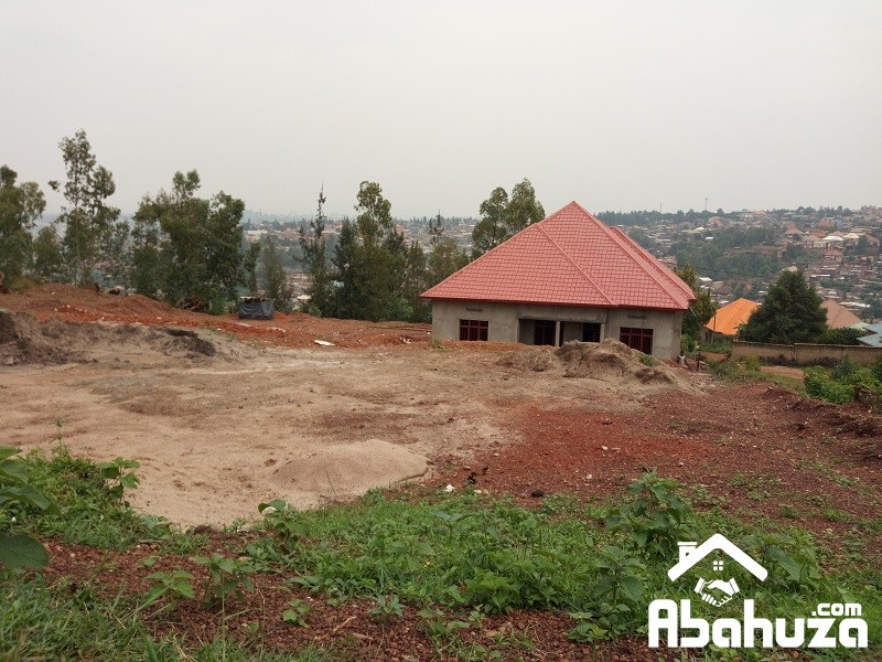 A PLOT WITH CONSTRCTION PERMIT FOR SALE IN KIGALI AT REBERO