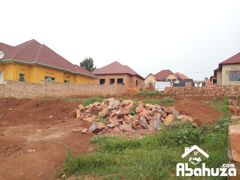 A PLOT WITH CONSTRUCTION PERMIT FOR SALE AT GASOGI