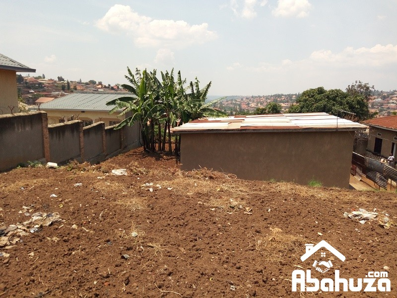 A NICE PLOT FOR SALE WITH SMALL HOUSE AT REMERA,KIGALI