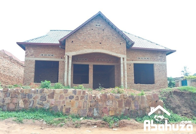 A 4 BEDROOM HOUSE FOR SALE AT MASIZI