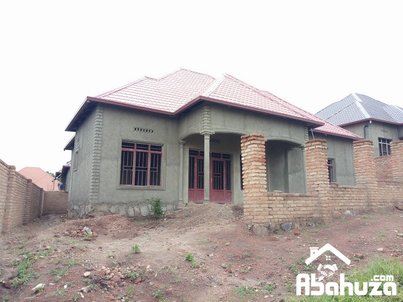 A HOUSE FOR SALE AT MASAKA NEAR ASPHALT ROAD
