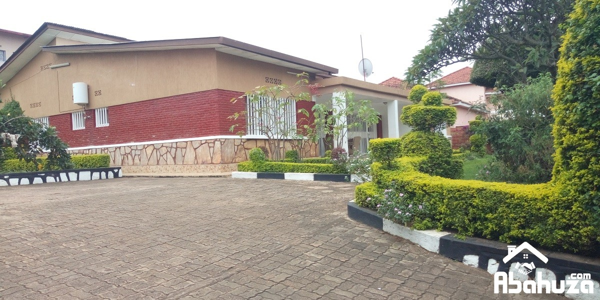 A LOVELY 5 BEDROOM HOUSE WITH NICE GARDEN FOR RENT AT KICUKIRO