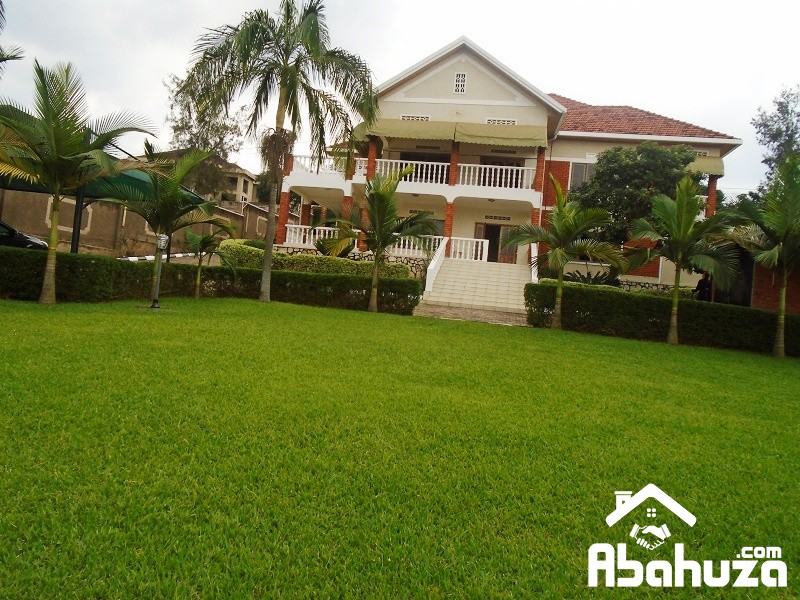 A HOUSE OF 5 BEDROOS FOR SALE AT NYARUTARAMA