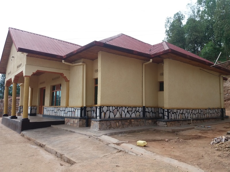 A 5 BEDROOM HOUSE FOR SALE AT NYAMIRAMBO NEAR THE TARMAC ROAD