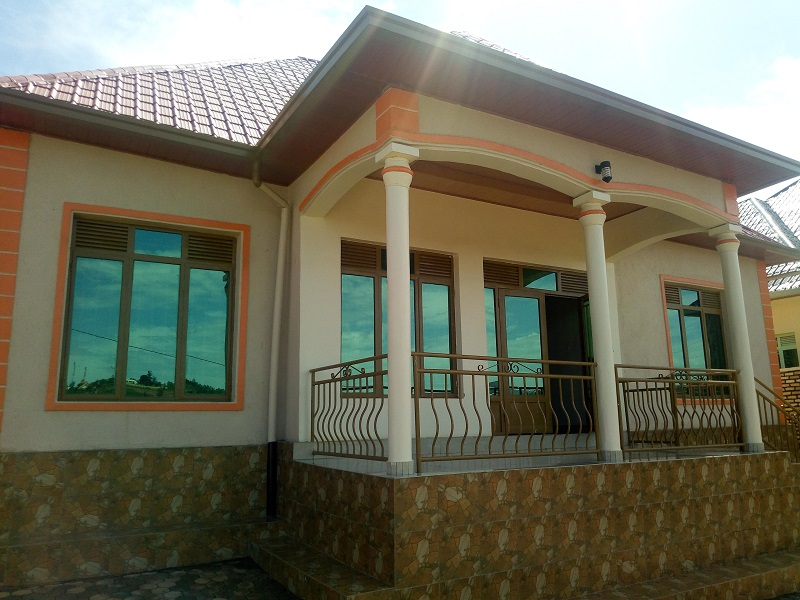 A NICE HOUSE FOR SALE AT KANOMBE