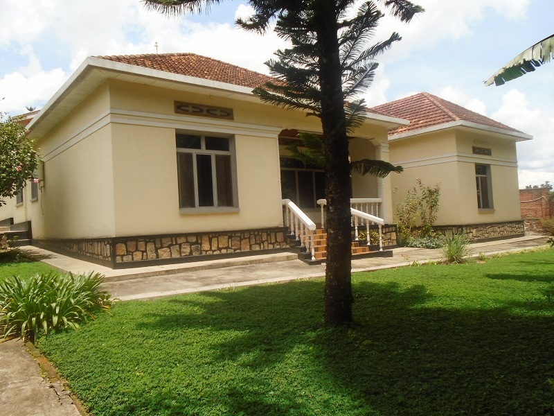 A 5 BEDROOM HOUSE FOR RENT AT NYARUTARAMA