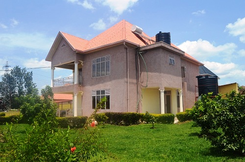 A HOUSE OF 7 SELF CONTAINED BEDROOMS FOR SALE AT GACURIRO