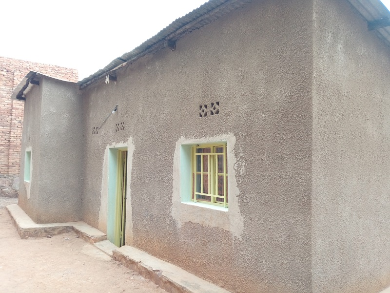 A HOUSE FOR SALE AT KABEZA IN 200 METERS FROM THE TARMAC ROAD