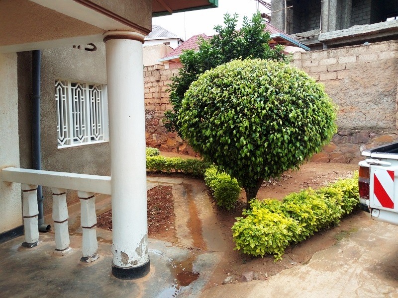 A HOUSE FOR SALE AT NYAMIRAMBO ON THE MAIN ROAD