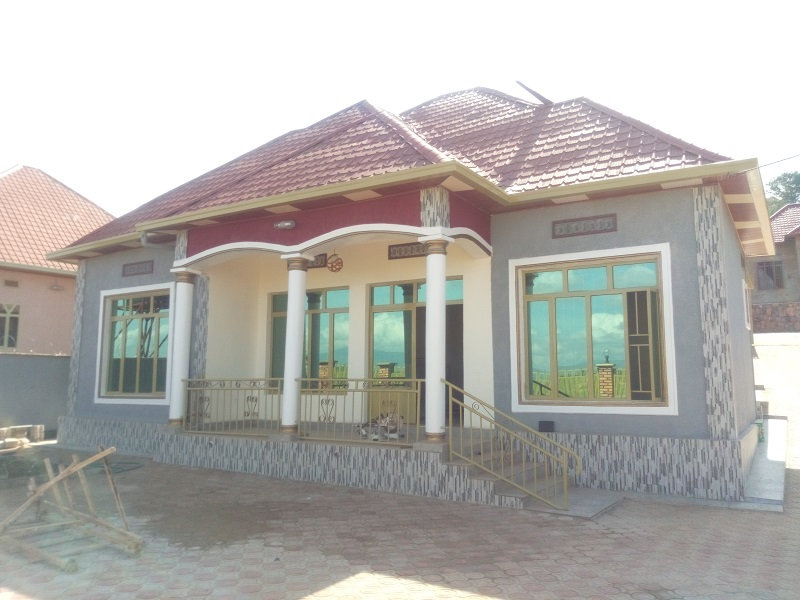 A 4 BEDROOM HOUSE FOR SALE AT ZINDIRO ON THE ROAD