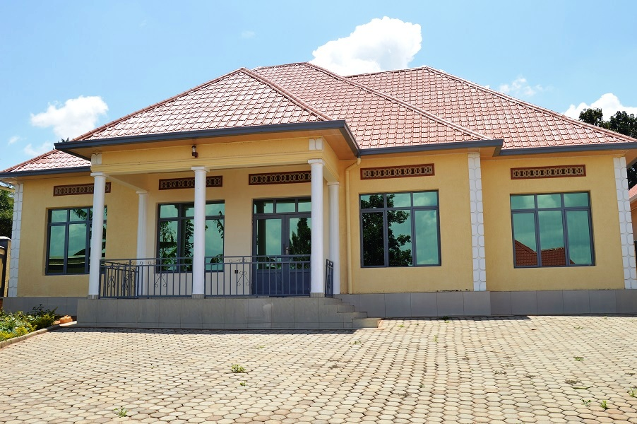 A VERY NICE 4 BEDROOMS HOUSE FOR SALE AT KICUKIRO