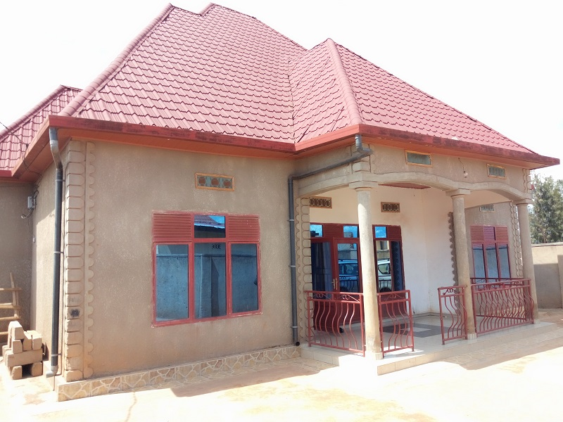 A 4 BEDROOM HOUSE WITH 4 BEDROOM ANNEX AT KABUGA
