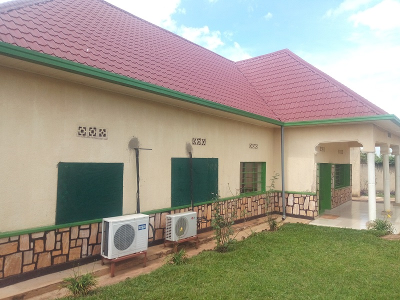 A 5 BEDROOM HOUSE FOR SALE AT NYAMIRAMBO