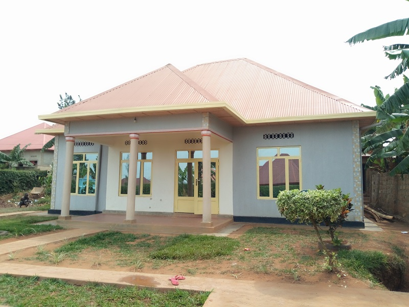 A 4 BEDROOM HOUSE FOR SALE IN BIG PLOT