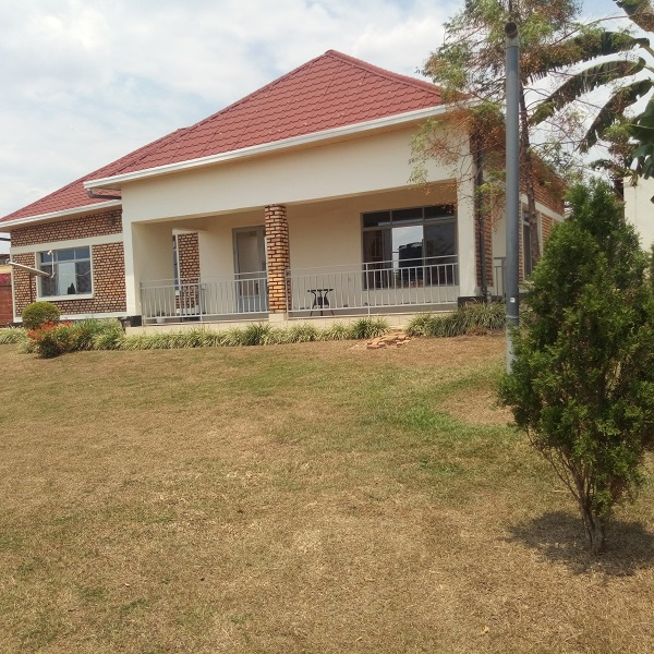 A FURNISHED 3 BEDROOM HOUSE FOR RENT AT KACYIRU