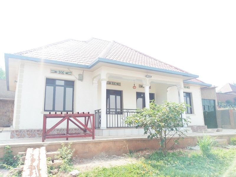 A 4 BEDROOM HOUSE FOR RENT IN BIG COMPOUND