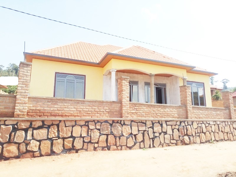 A 4 BEDROOM HOUSE FOR SALE IN DEVELOPED AREA