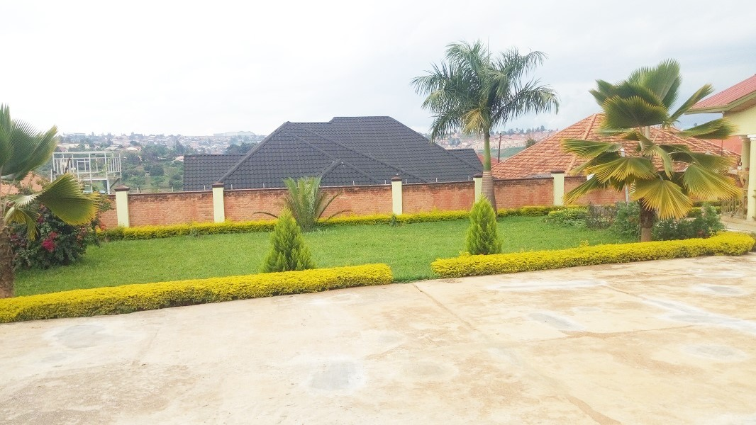 A FURNISHED 4 BEDROOM HOUSE WITH LOVELY GARDEN