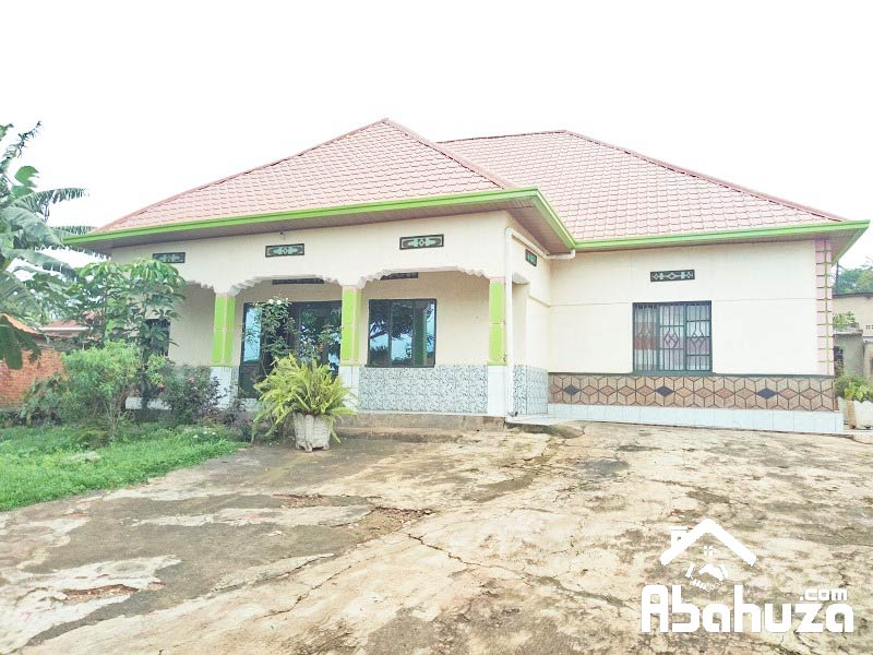 A 5 BEDROOM HOUSE IN BIG COMPOUND AT KICUKIRO