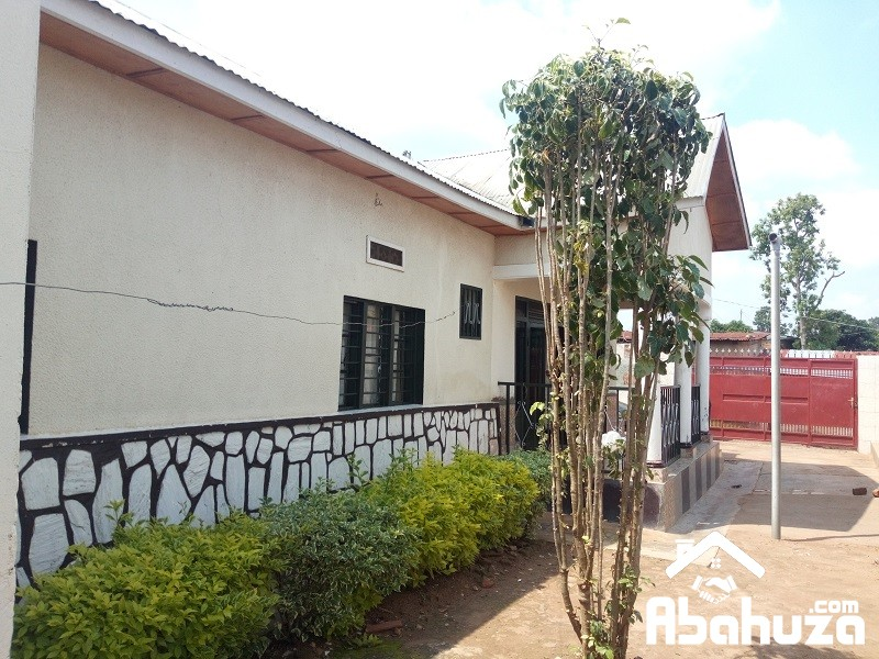 A TILED HOUSE FOR SALE NEAR REMERA TAX PARK