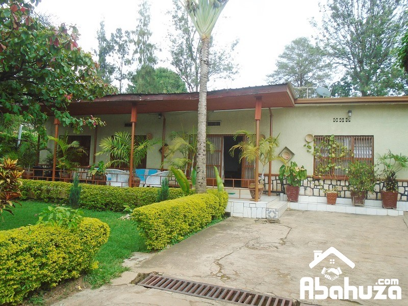 A 4 BEDROOM HOUSE IN BIG COMPOUND FOR SALE AT KIMIHURURA