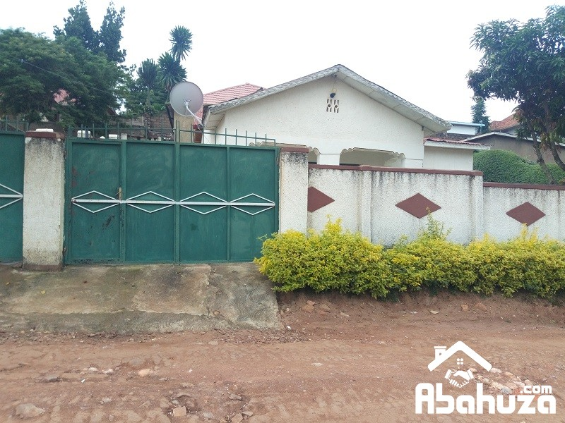 A GOOD PRICE HOUSE FOR SALE NEAR ASPHALT ROAD