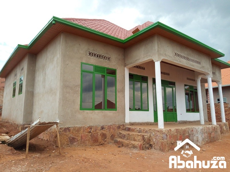 A GOOD HOUSE OF 4 BEDROOM FOR SALE AT MASAKA