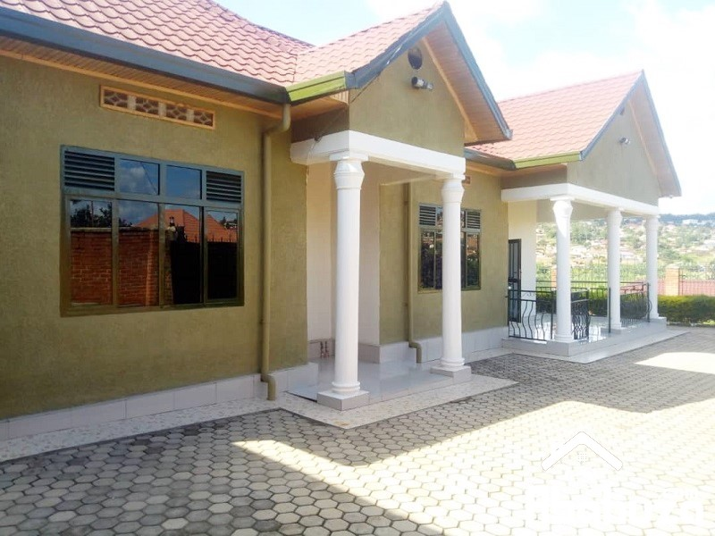 A FURNISHED 4 BEDROOM HOUSE FOR RENT AT KICUKIRO