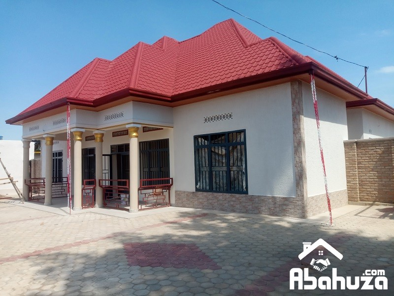 A NEW 4 BEDROOM HOUSE AND GARDEN IN KIGALI AT ZINDIRO