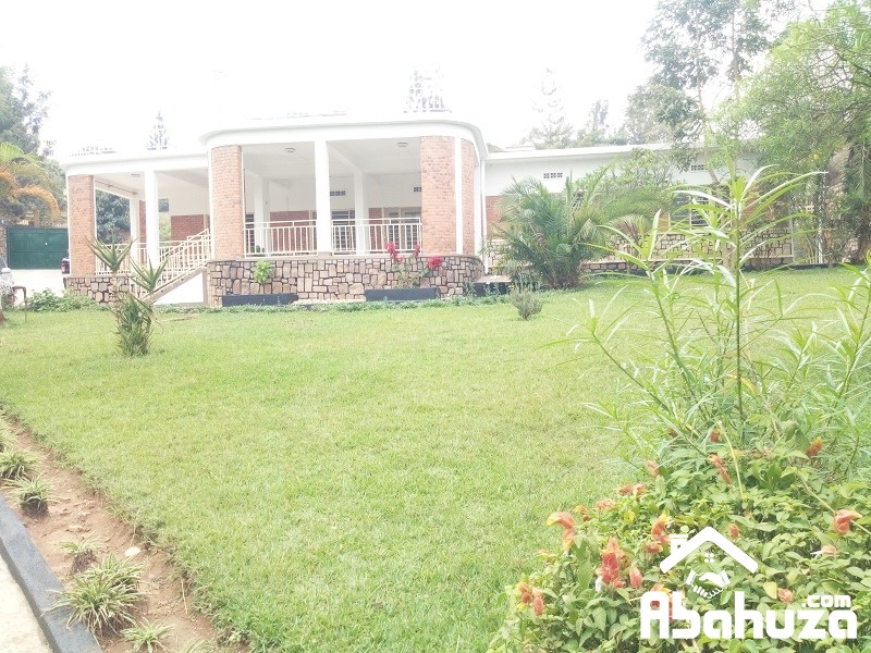A 4 BEDROOM HOUSE WITH BIG GARDEN FOR RENT AT KACYIRU