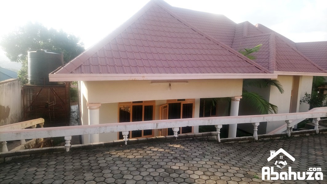 A 3 BEDROOM HOUSE FOR RENT AT GIKONDO
